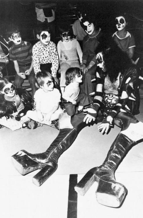 Gene Simmons, babysitter