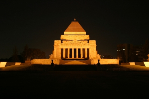 Melbourne_Shrine_of_Remembrance_night small