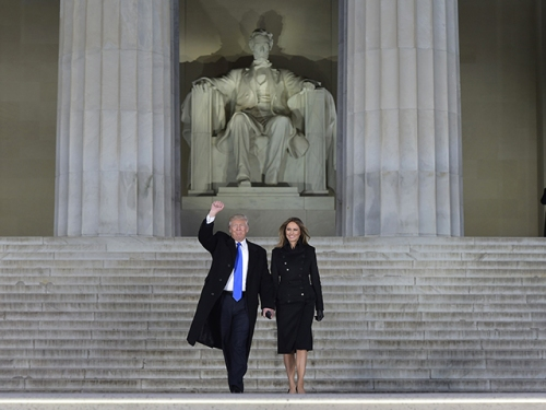 trumps-at-lincoln-memorial